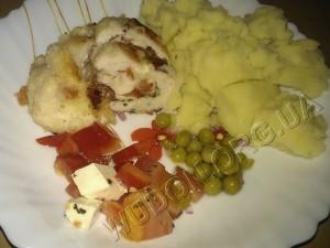 базилик, куриные рулетики, моцарелла, оливковое масло, помидор, рецепты, сухари, сыр, филе, фотографии